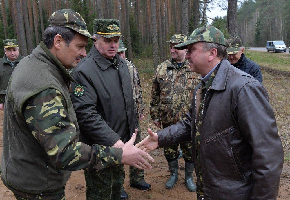 Суботнік у Валяр'янаўскім лясніцтве Уздзенскага раёна