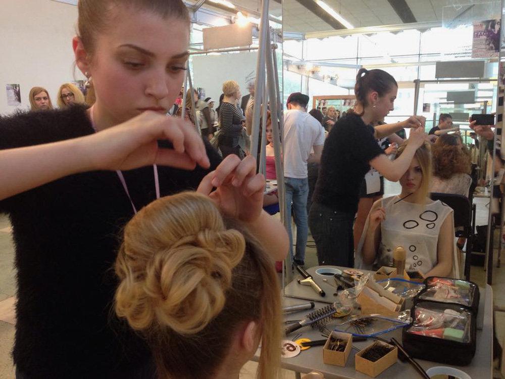 Парикмахеры-стилисты соревнуются в номинации Мастер стиля конкурса Мельница моды 2015