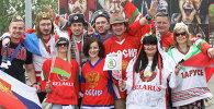 Белорусские и российские болельщики перед хоккейным матчем Беларусь - Россия