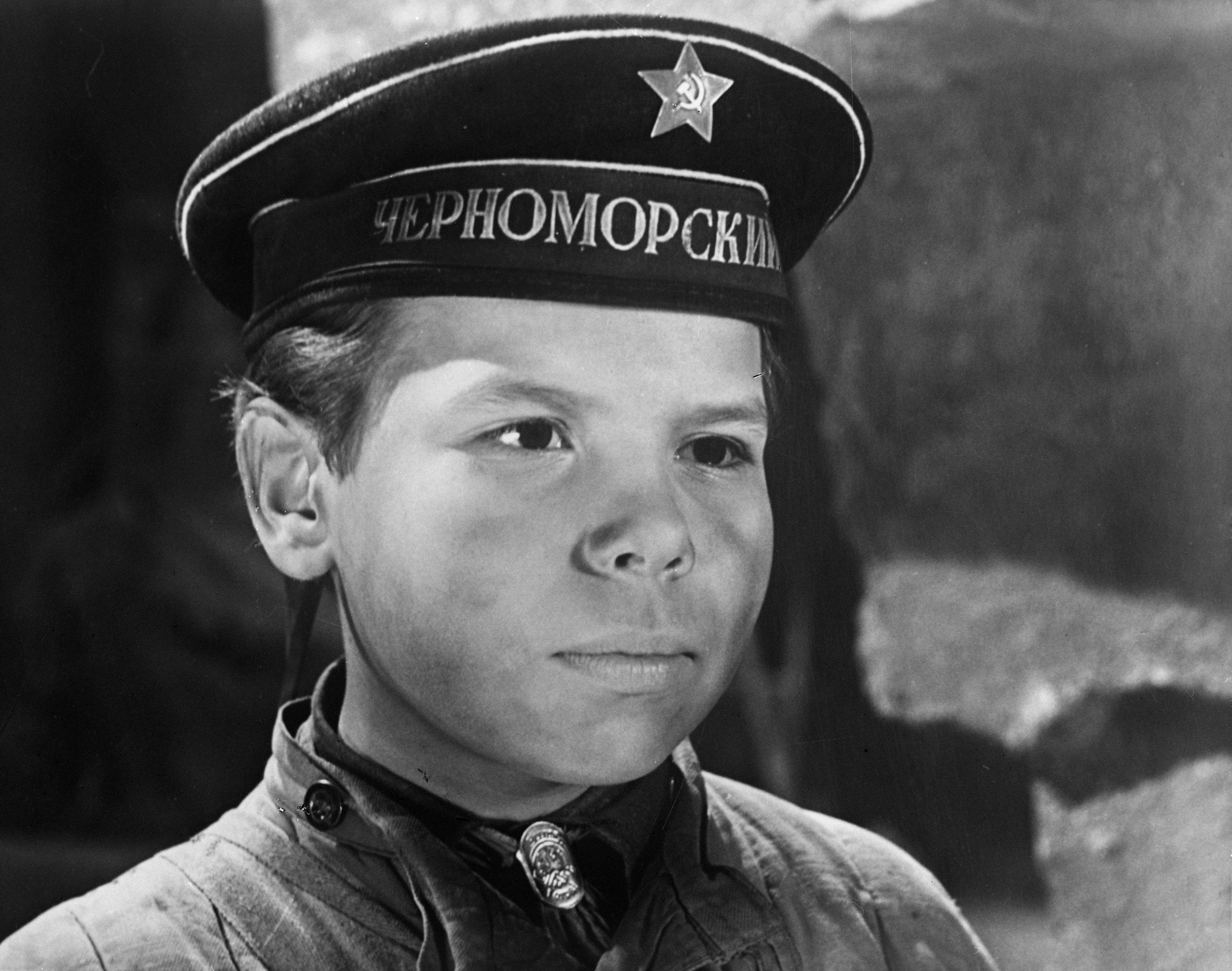 Саша Корнеў у ролі Валодзі Дубініна ў фільме Л. Голуба Вуліца малодшага сына