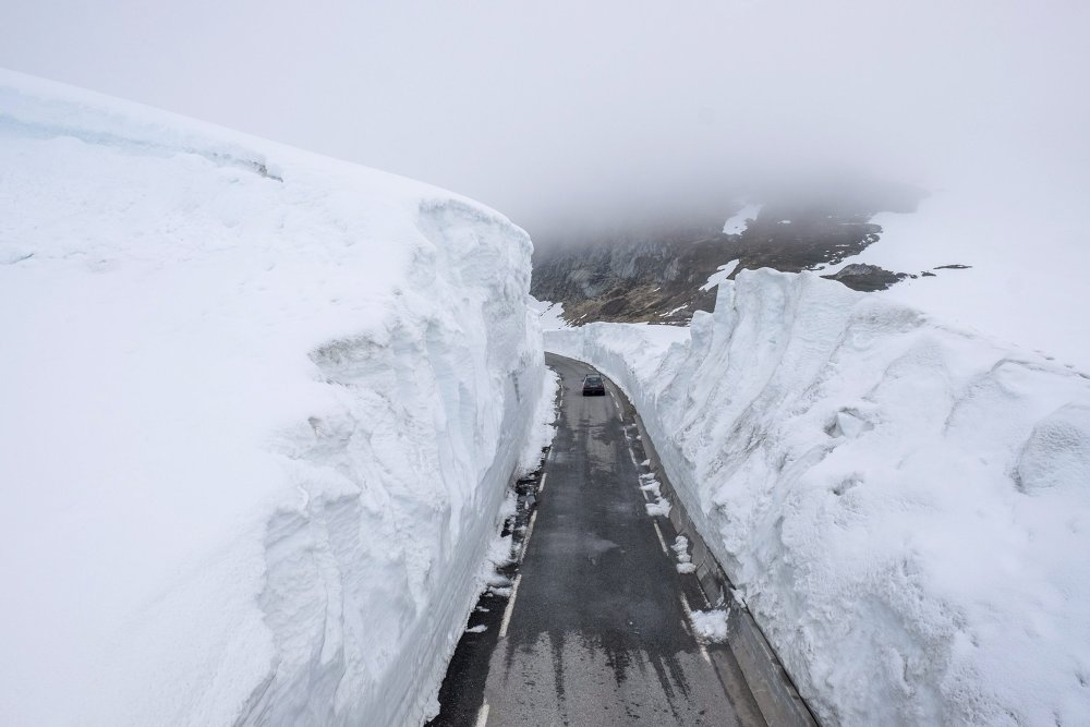 Сцяна снегу ў Оста