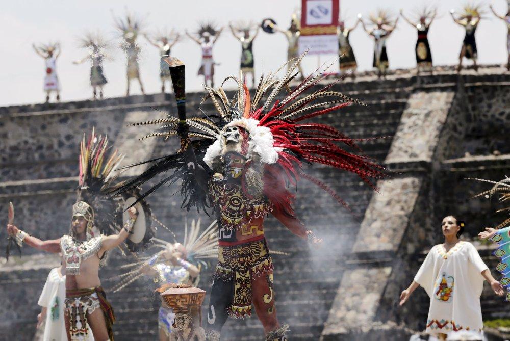 Цырымонія запальвання Новага Агню на старажытных пірамідах Тэаціўакана