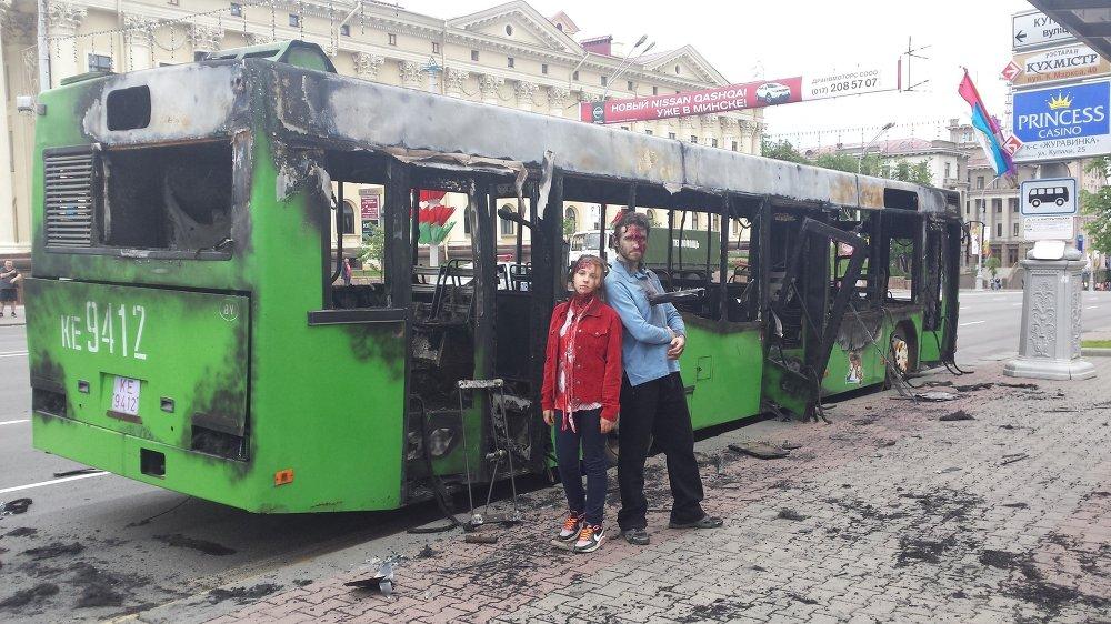 Падчас здымак у Мінску перакрывалі праспект і спалілі адзін аўтобус.