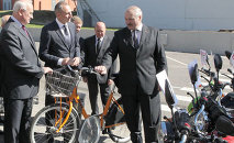 Александр Лукашенко во время посещения Мотовело
