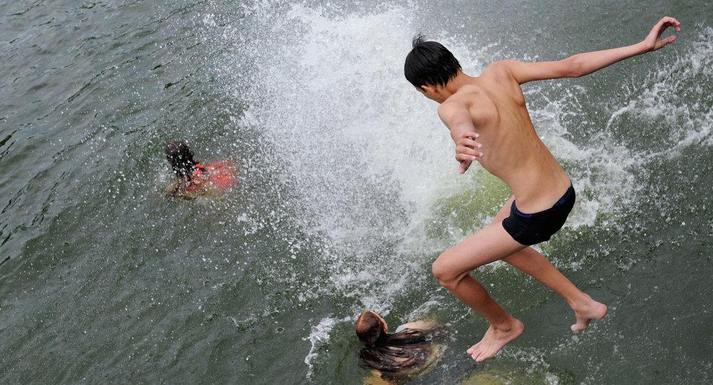 Смотреть купается в сперме 6 фотография