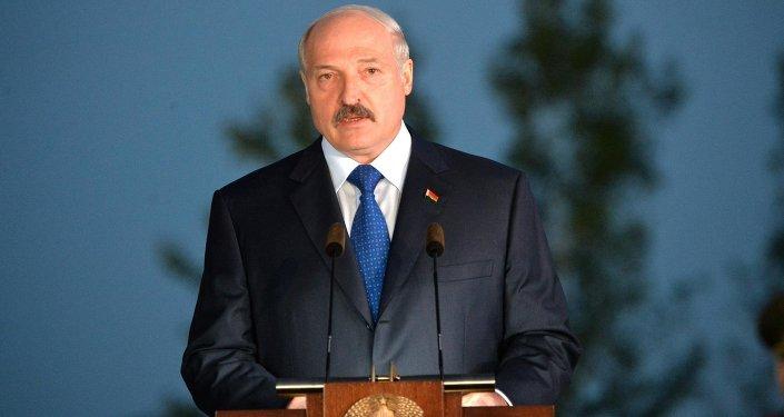 Александр Лукашенко на митинге-реквиеме, посвященному открытию мемориального комплекса Тростенец