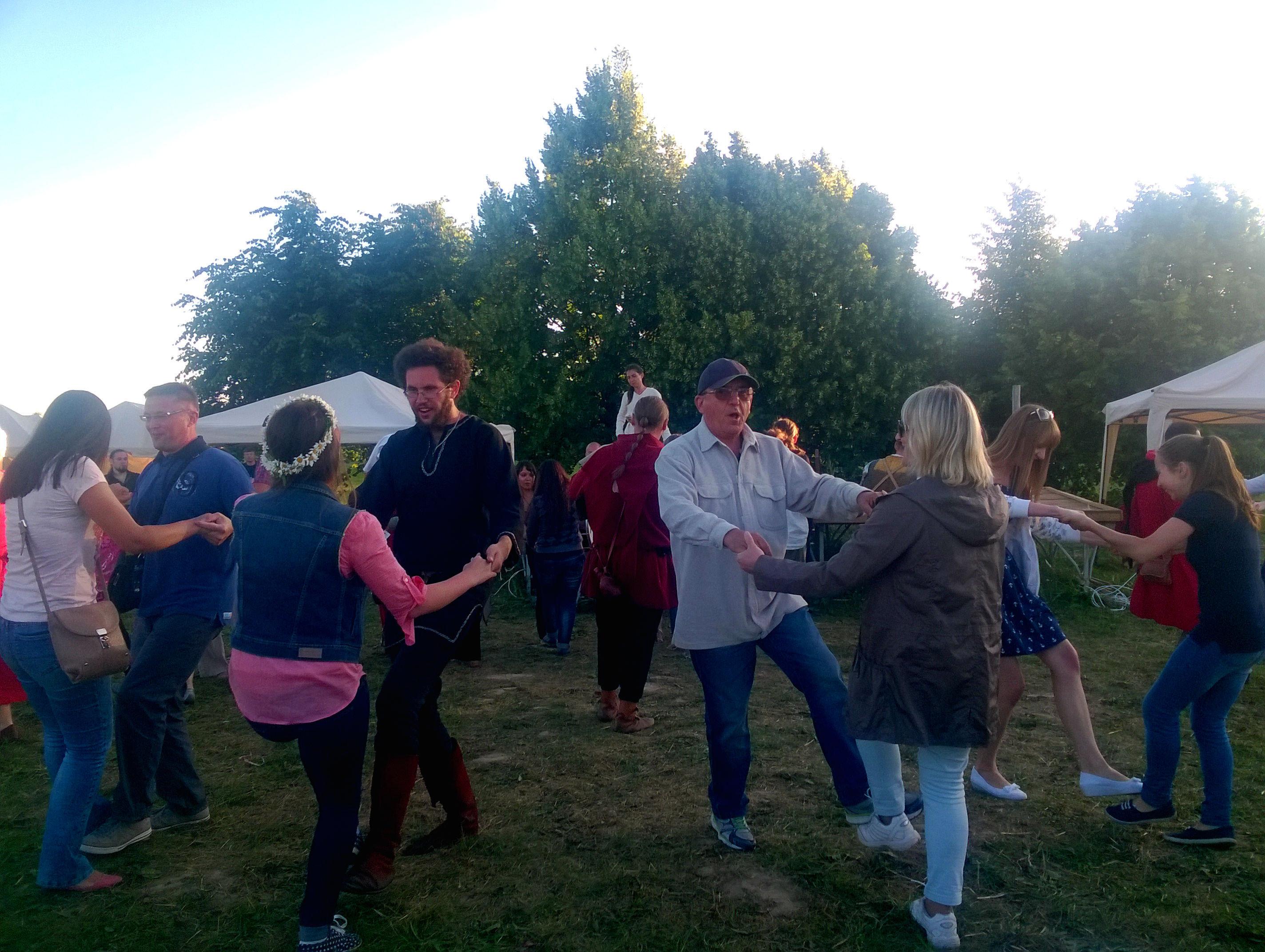 Старадаўні танец Ойра