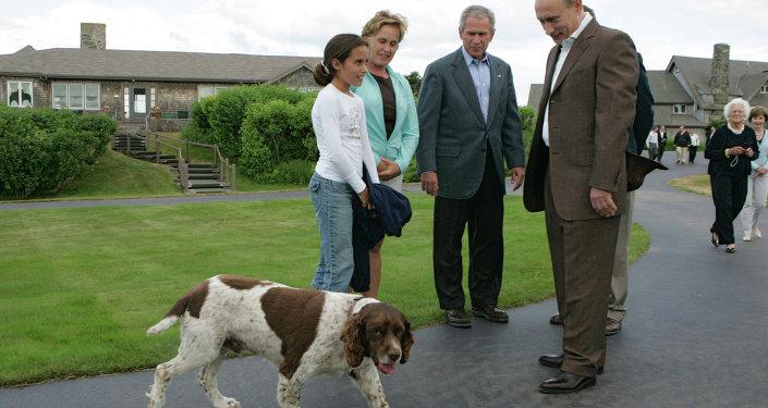 Владимир Путин и США Джордж Буш во время встречи в семейном поместье Бушей Уокерс Пойнт