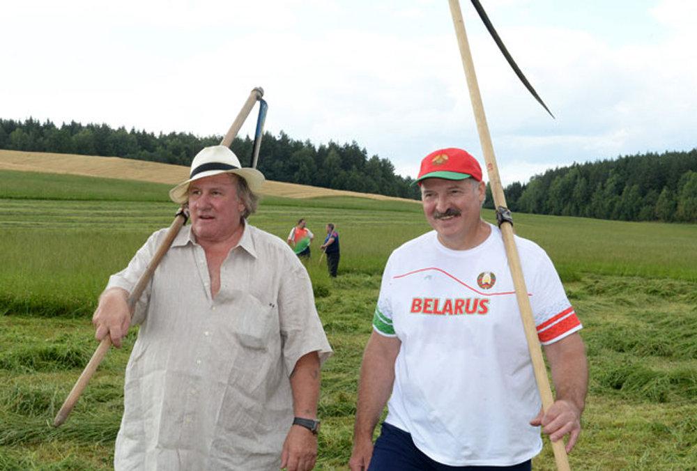 Жерар Депардье и Александр Лукашенко в резиденции Озерный.