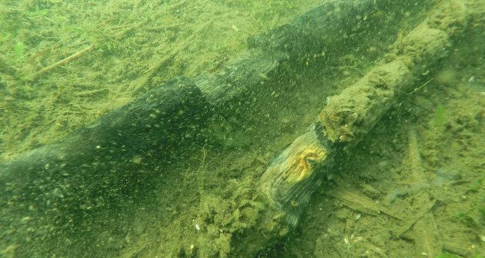Противопехотные заграждения на дне озера Мядель