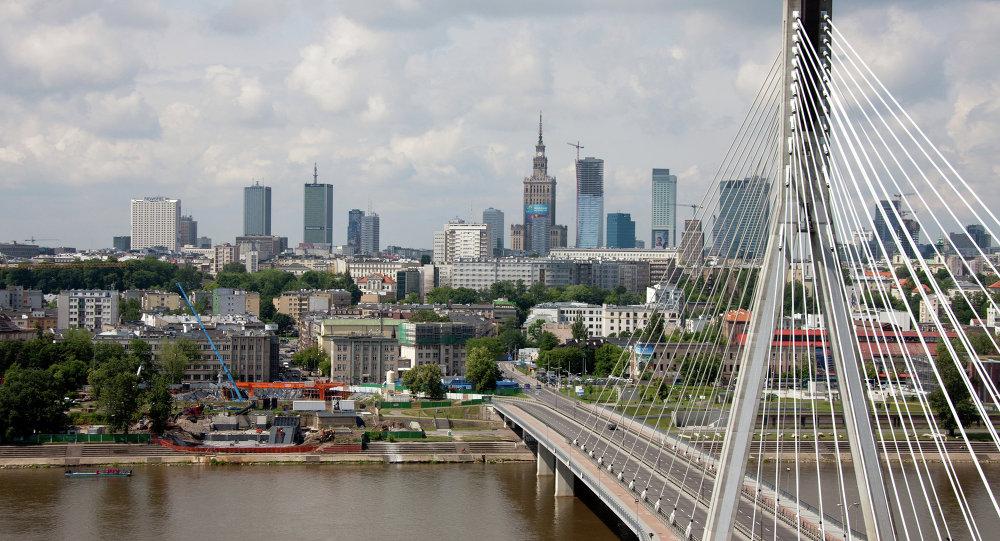 Вид на Свентокшиский мост через реку Висла в Варшаве