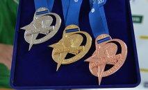 Медали для победителей Гонки легенд