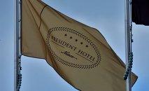 Флаг у Президент-Отеля в Минске.