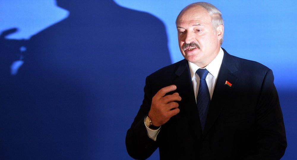 Александр Лукашенко на избирательном участке №1 в Минске