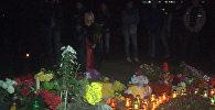 СПУТНИК_Одесситы зажгли свечи и выпустили в небо фонарики в память о погибших 2 мая