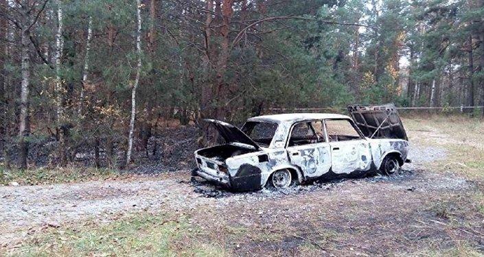 Сгоревший автомобиль, в котором были найдены трупы