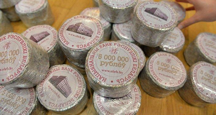Старые измельченные белорусские денежные знаки
