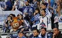 Болельщики минского Динамо в матче своей команды против загребского Медвешчака
