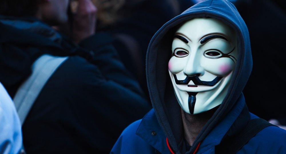 Фото людей в масках на аву