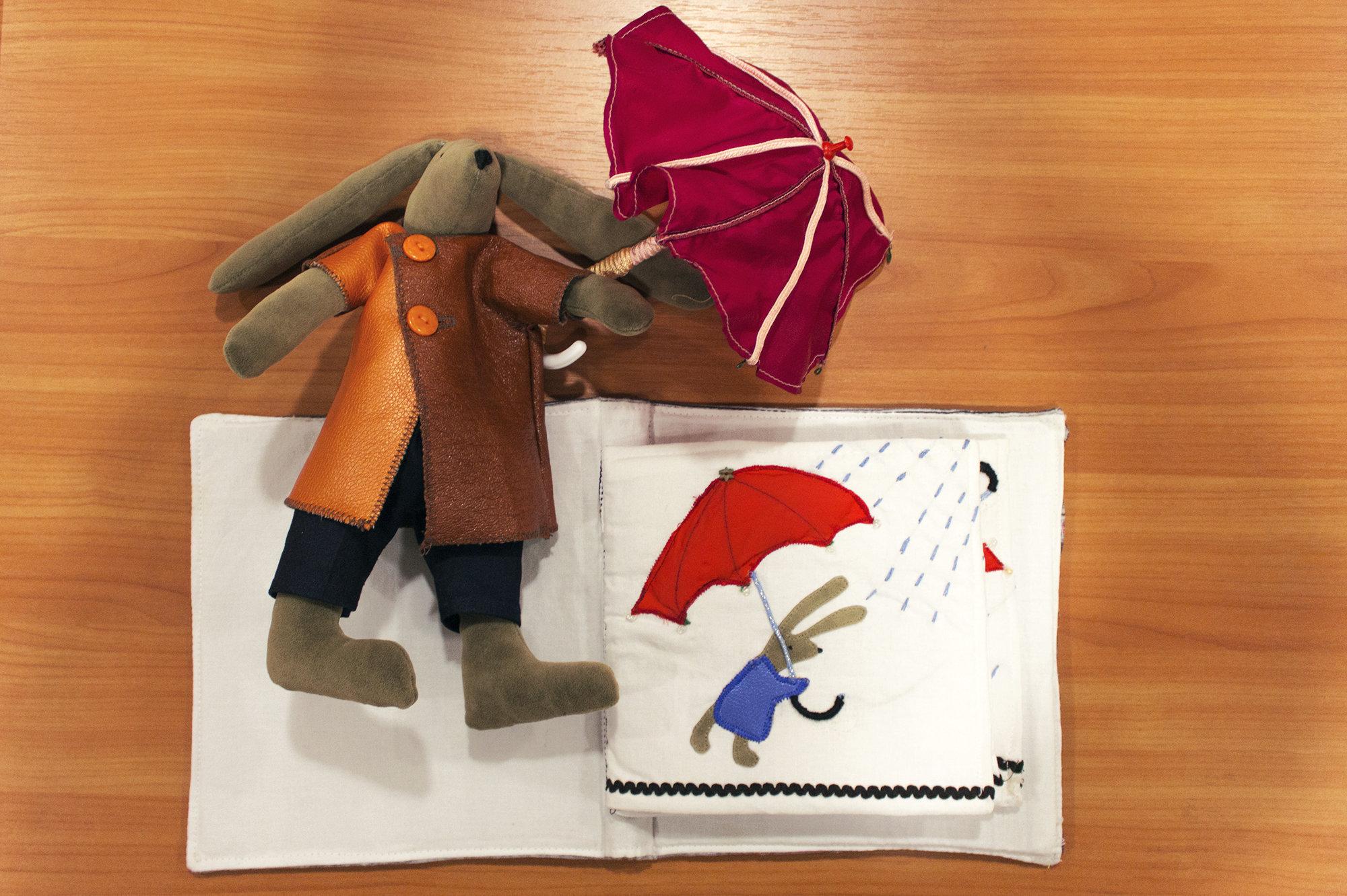 Масик - герой первой серии тактильных книжек Истории о маленьком кролике Кати Толстой