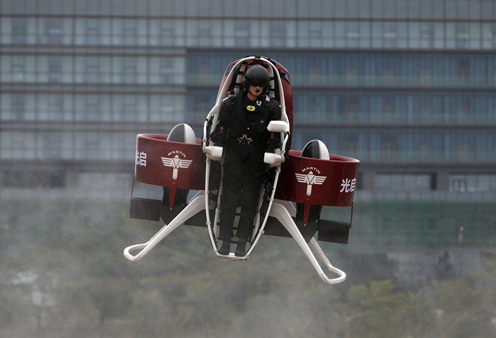 Bubba's Jetpack — реактивный ранец для перелётов по полю для гольфа
