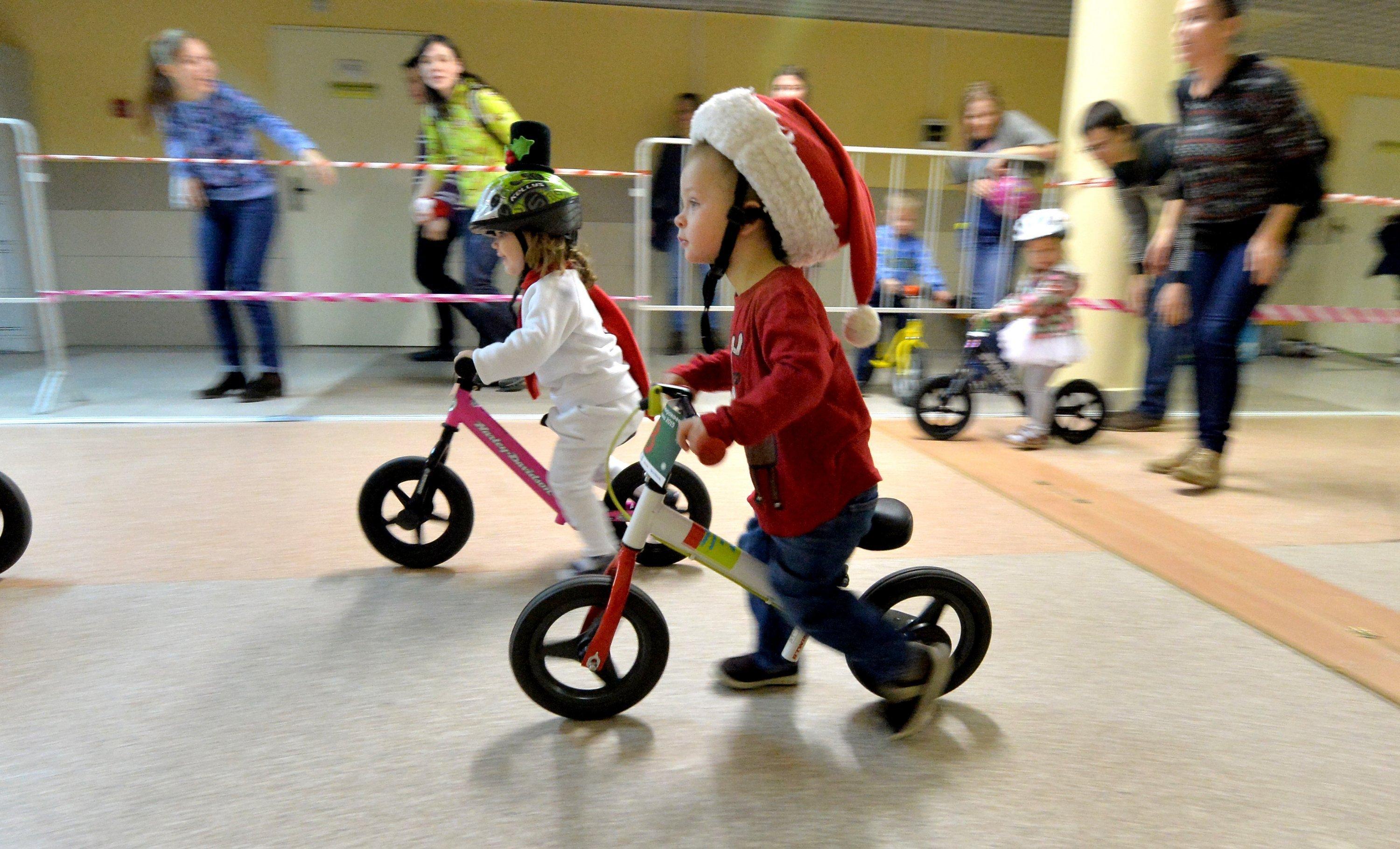 В преддверии Нового года организаторы решили сделать гонку костюмированной