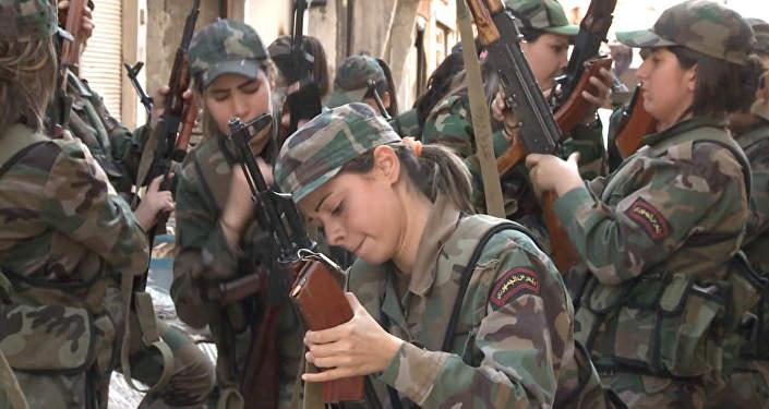 СПУТНИК_Сирийский женский батальон: как девушек-добровольцев учат воевать с ИГ
