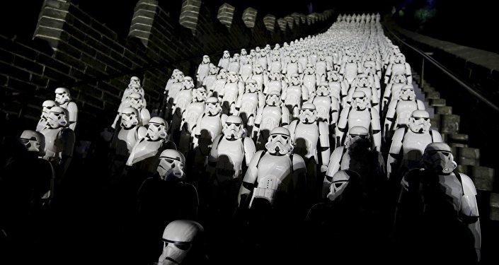 Фанаты Звездных войн на премьере седьмого эпизода саги в Пекине
