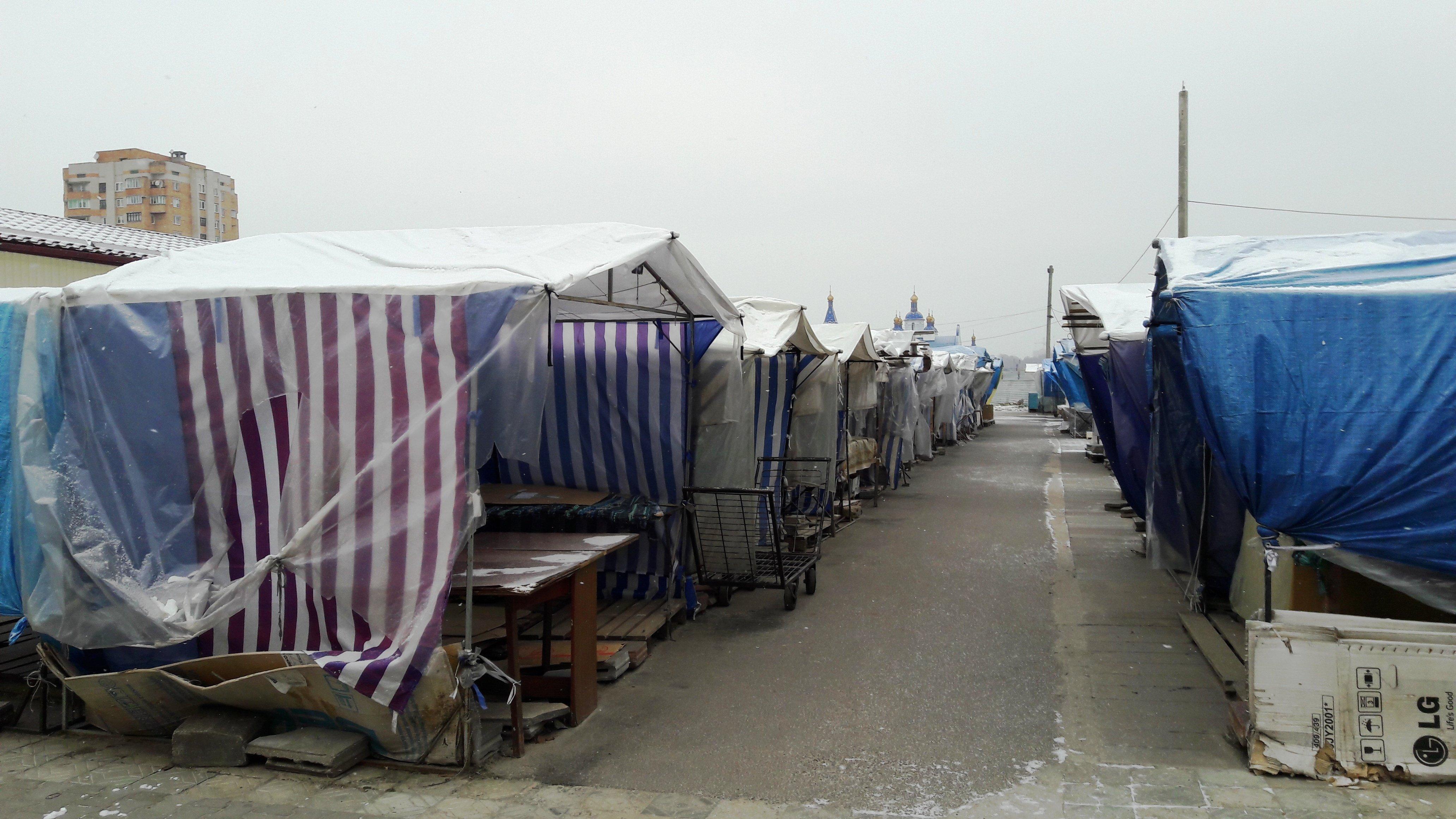 Торговые палатки на одном из рынков Бреста