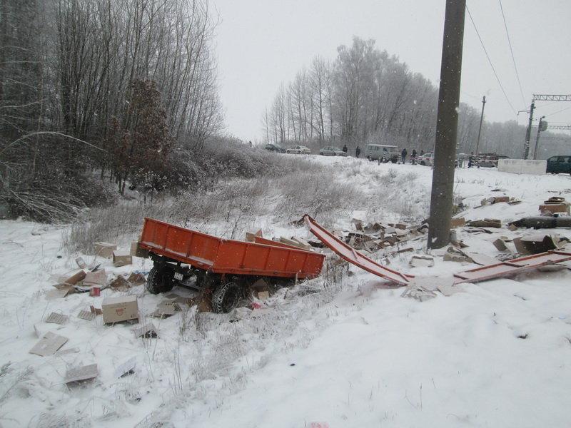 Столкновение поезда и трактора в Дзержинском районе.
