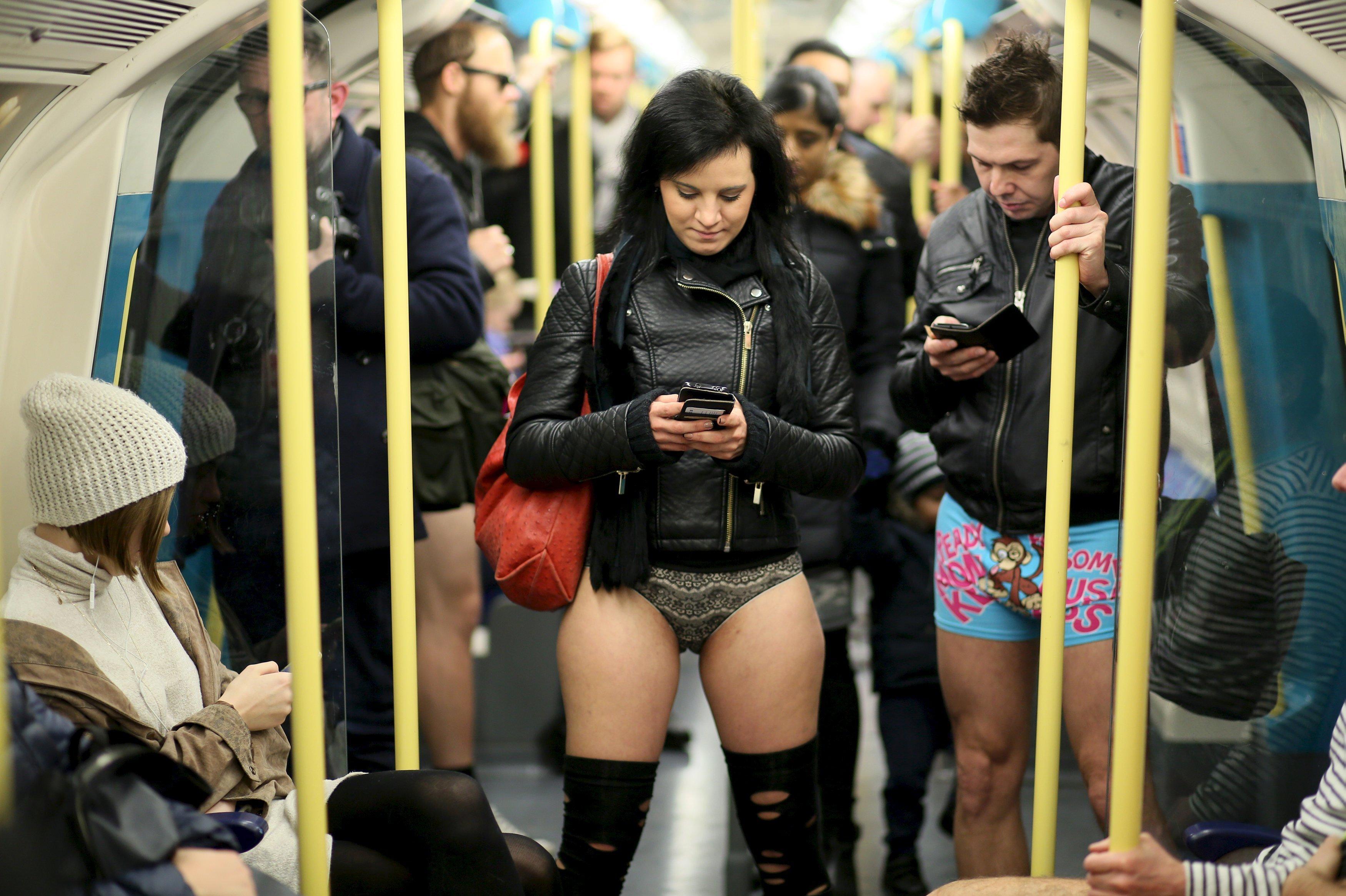 В лондонском метро без штанов