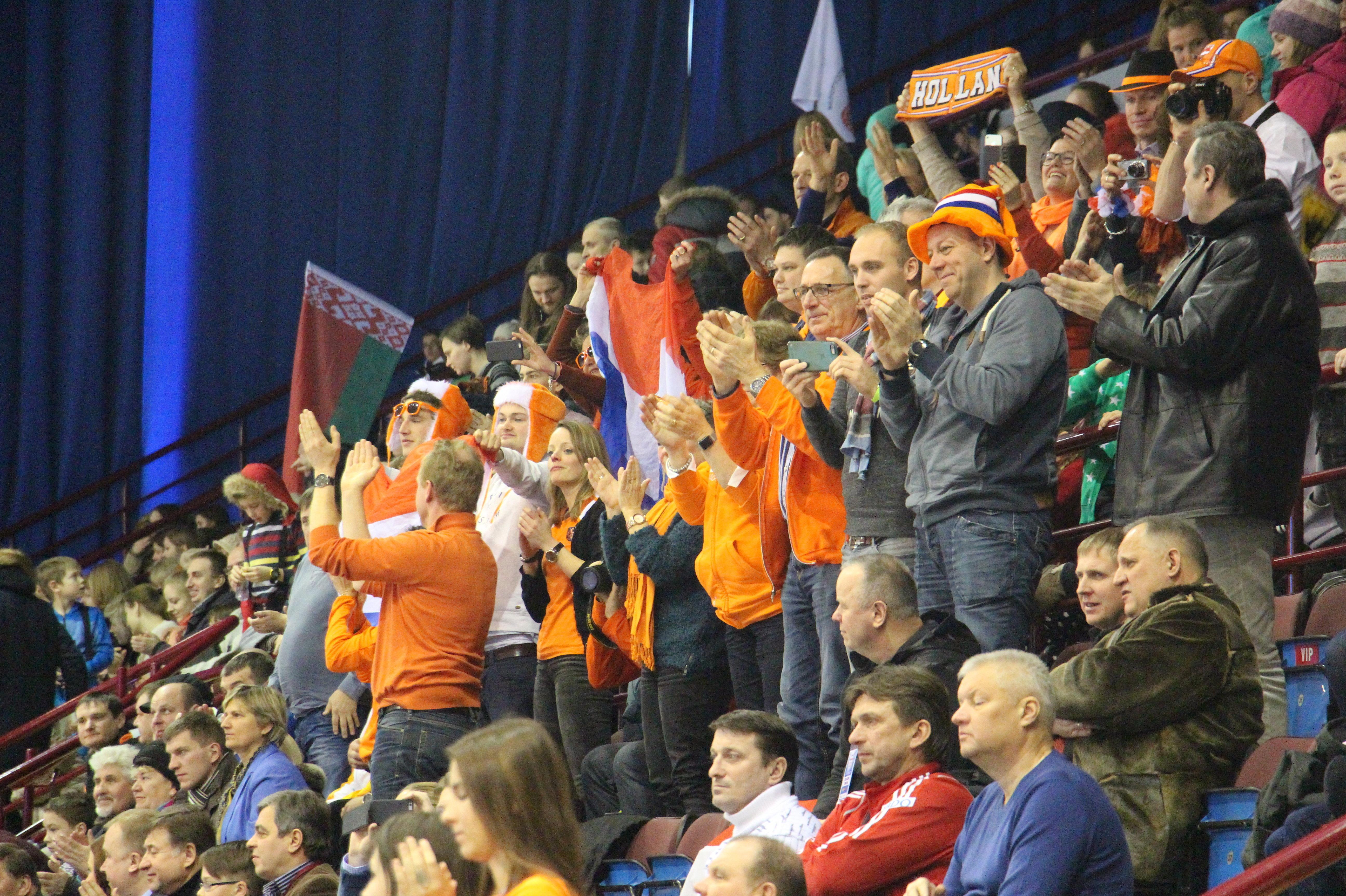 Болельщики сборной Нидерландов на чемпионате Европы по индорхоккею в минском Дворце спорта