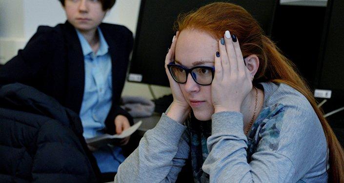 Студенты сдают экзамен