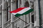 Флаг Венгрии на здании парламента