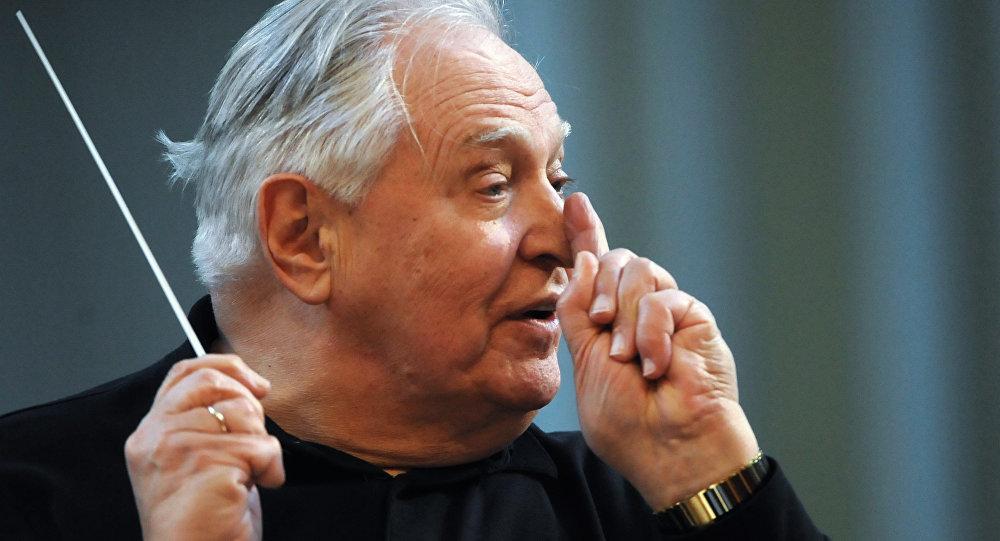 Репетиция оркестра Виртуозы Москвы и дирижера Саулюса Сондецкиса