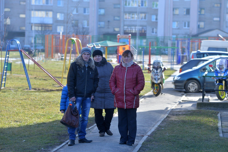 Жители Слуцка возле места трагедии