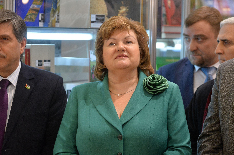 Министр информации Лилия Ананич на открытии книжной выставки