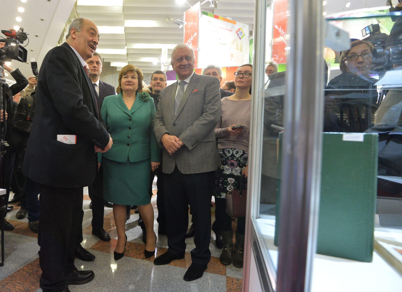 Погосян, Ананич, Мясникович на открытии выставки