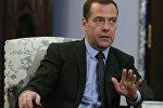 Председатель правительства РФ Дмитрий Медведев в подмосковной резиденции Горки