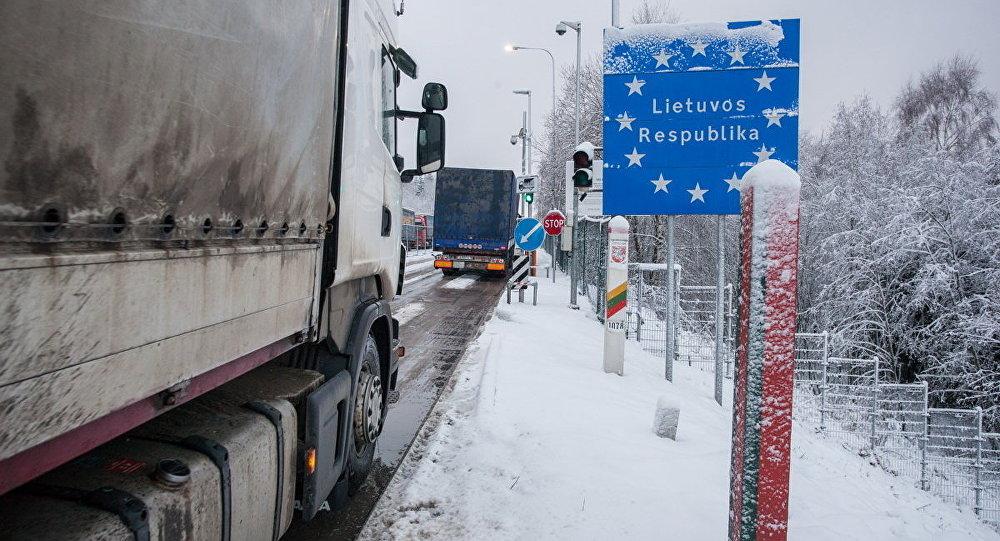 Навыезде из Республики Беларусь вЛитву уменьшились очереди фургонов