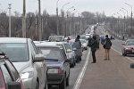 СПУТНИК_Сотни машин выстроились в очередь у КПП в Еленовке между ДНР и Украиной