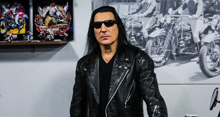 Лидер группы Manowar Джоуи Димайо на  пресс-конференции в Минске