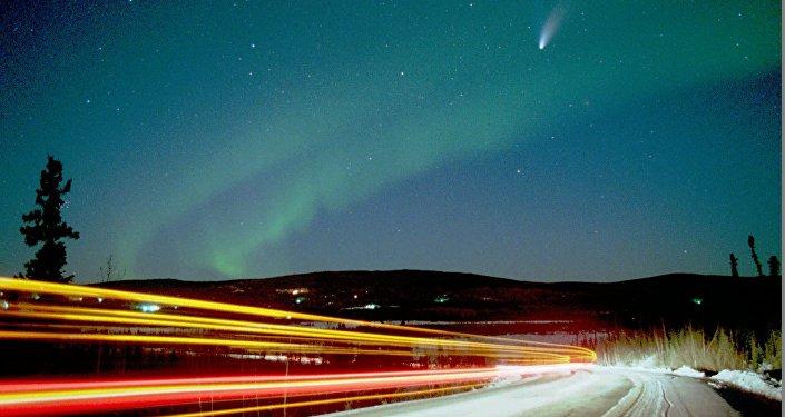 Комета Хэйли - Боппа над Аляской