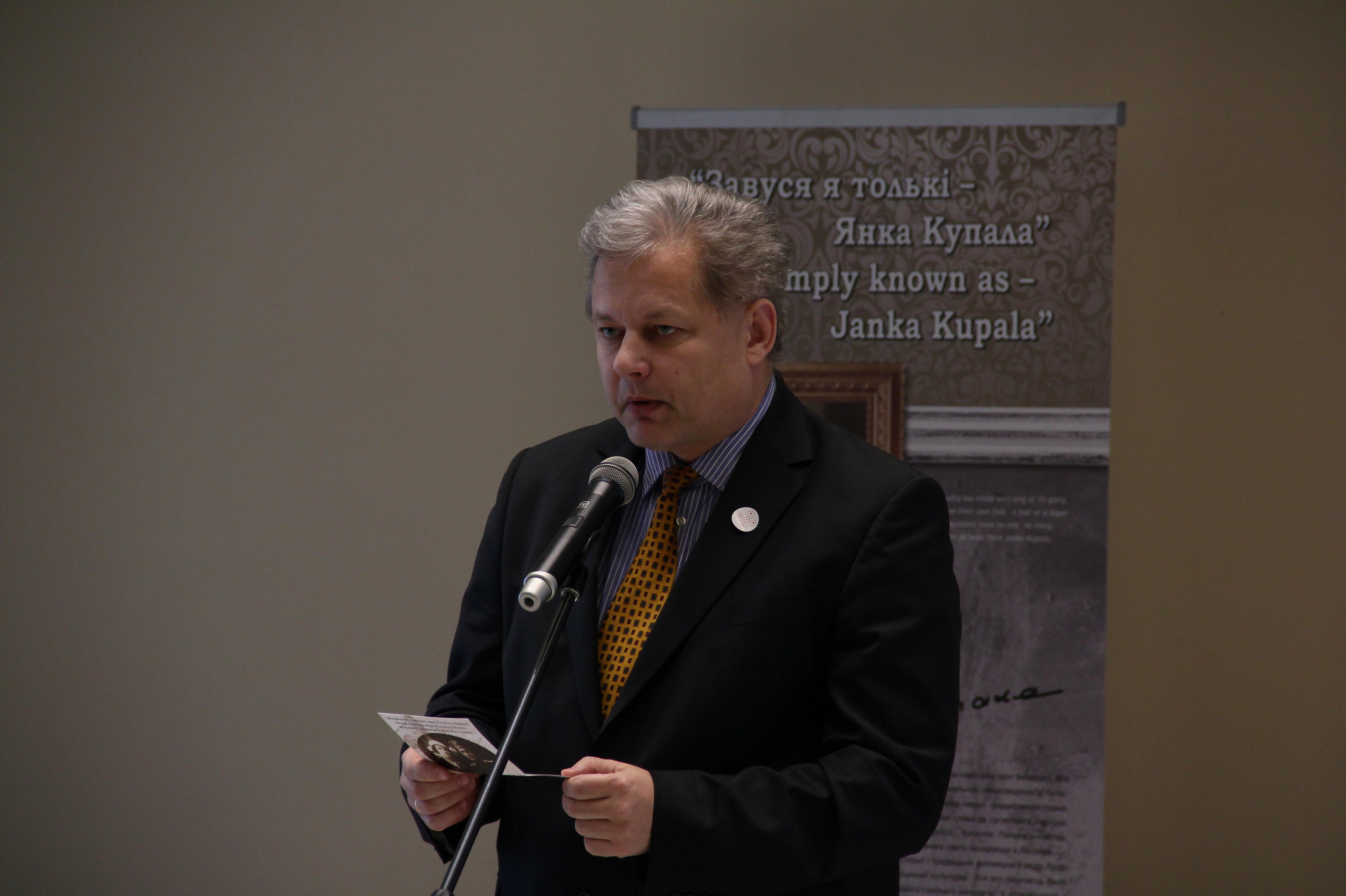 Посол Литвы Эвалдас Игнатавичюс читает стихи Янки Купалы