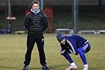 Главный тренер киевского Динамо Сергей Ребров (слева) на тренировке