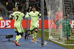 Игроки Манчестер Сити рахим Стерлинг и Давид Сильва празднуют гол в ворота Динамо-Киев