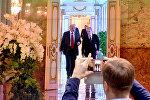 Президенты Беларуси и РФ на экране в пресс-центре