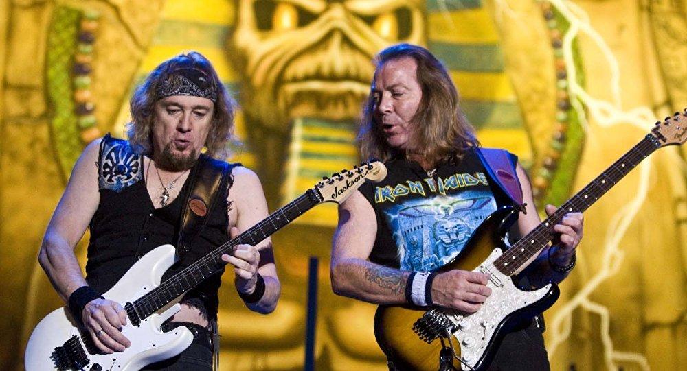 Музыканты Iron Maiden Адриан Смит и Дэйв Мюррей