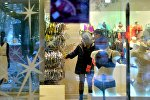 Покупатели в магазине Милавица, архивное фото