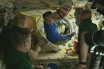 Спутник_Космонавты обнимались и фотографировались на МКС перед возвращением на Землю